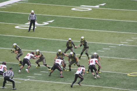Oregon's quarterback- Marcus Mariota, takes the ball