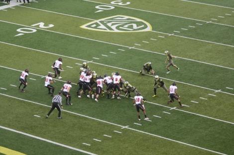 Oregon kicks a field goal