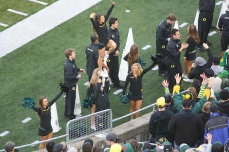Oregon cheer squad