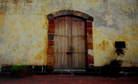Casco Viejo door